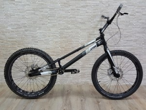 "Trial Bike 24"" Jitsie Varial Hybrid 1045mm Hope DISC"